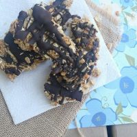 Dark Chocolate & Peanut Butter Granola Bars