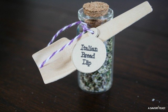 DIY Spice Jar Wedding Favors // Save money by making your own favors. This tutorial makes it easy!