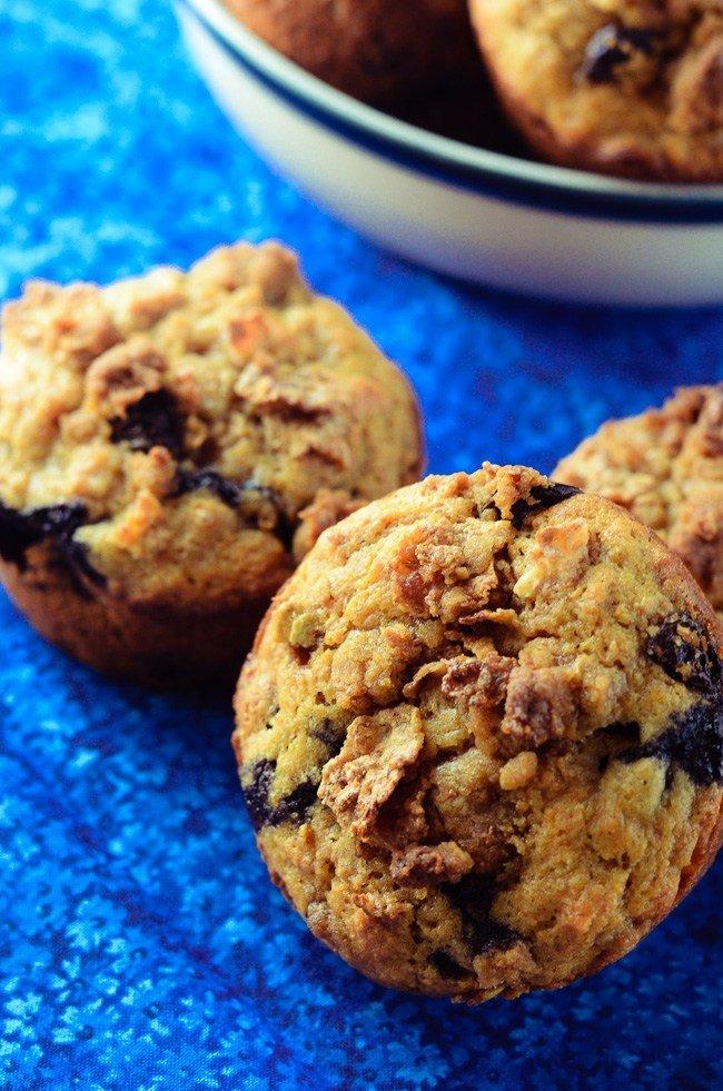 Blueberry-Raisin-Crunch-Muffins-3