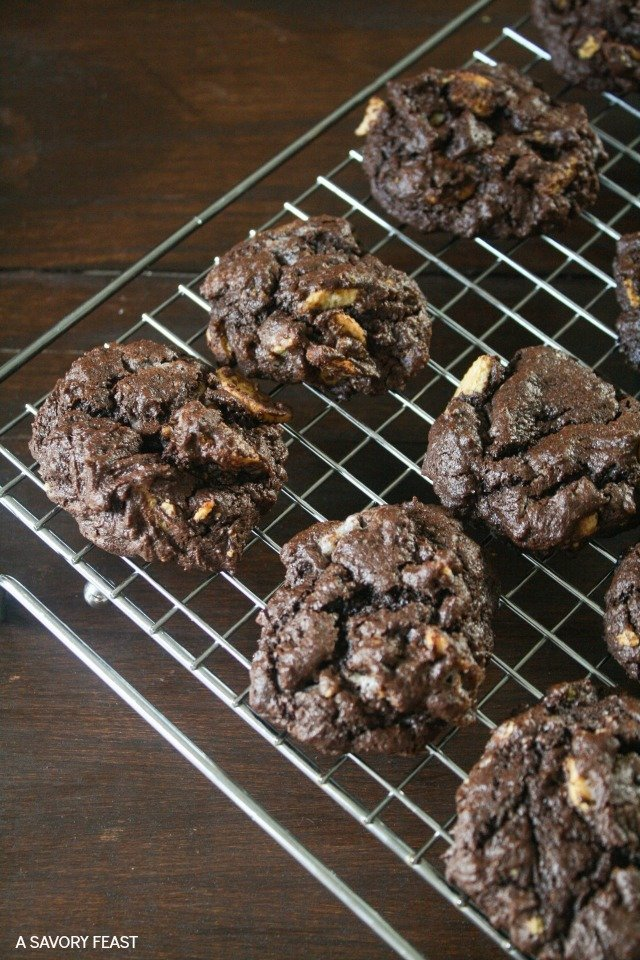 Because one kind of cookie just isn't enough! These rich chocolate cookies are stuffed with chunks of Golden Oreos for an over-the-top cookie that will make you crave more. And if it's too hot to turn on the oven, I've got a solution for how you can still enjoy freshly baked cookies!