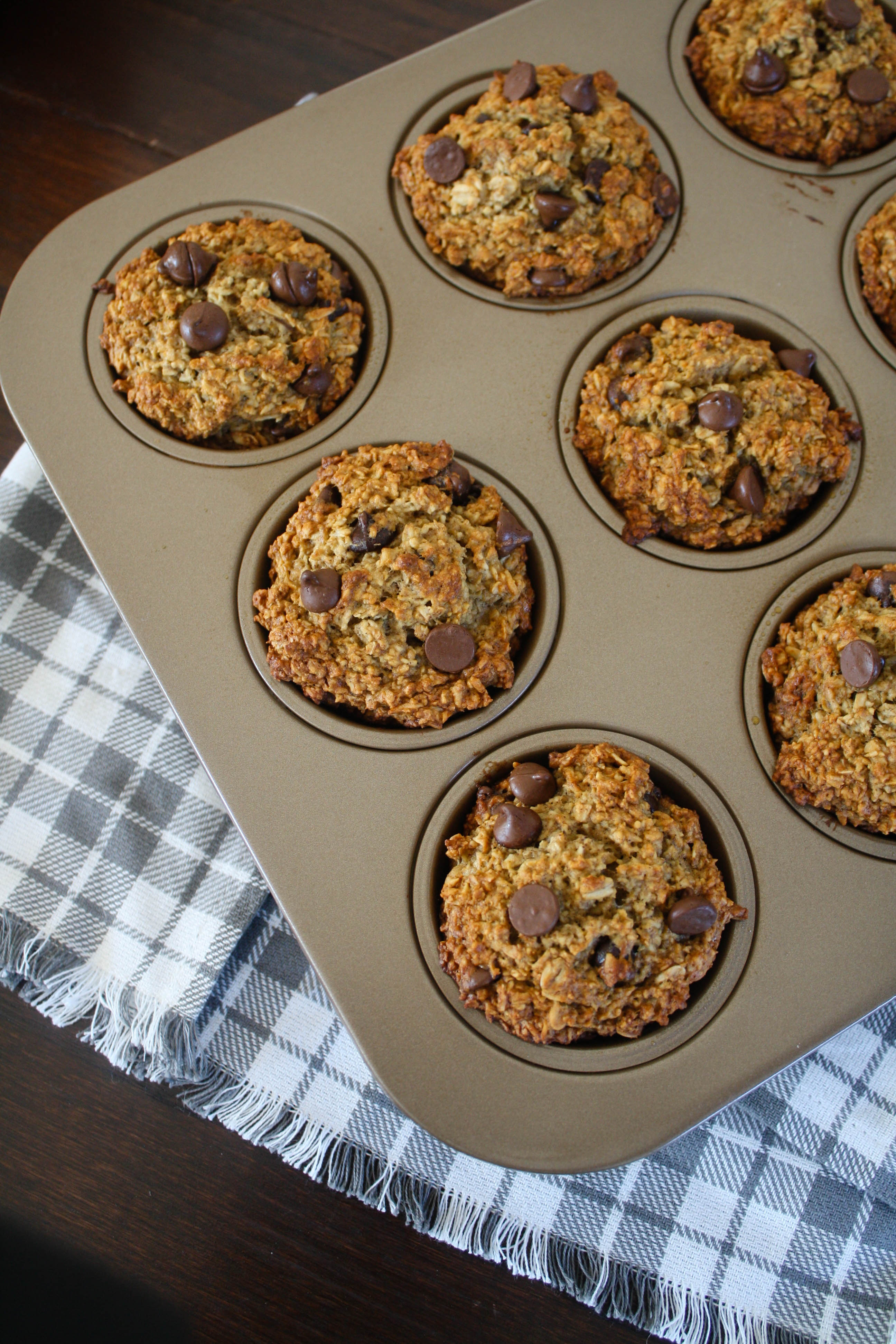 A healthy and hearty breakfast idea! Banana Oatmeal Chocolate Chip Muffins are a delicious way to start your day. Perfect for a grab-and-go breakfast!
