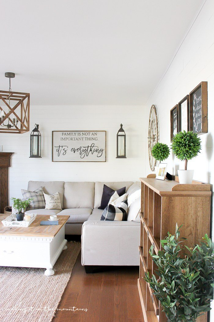 farmhouse-style-family-room-1