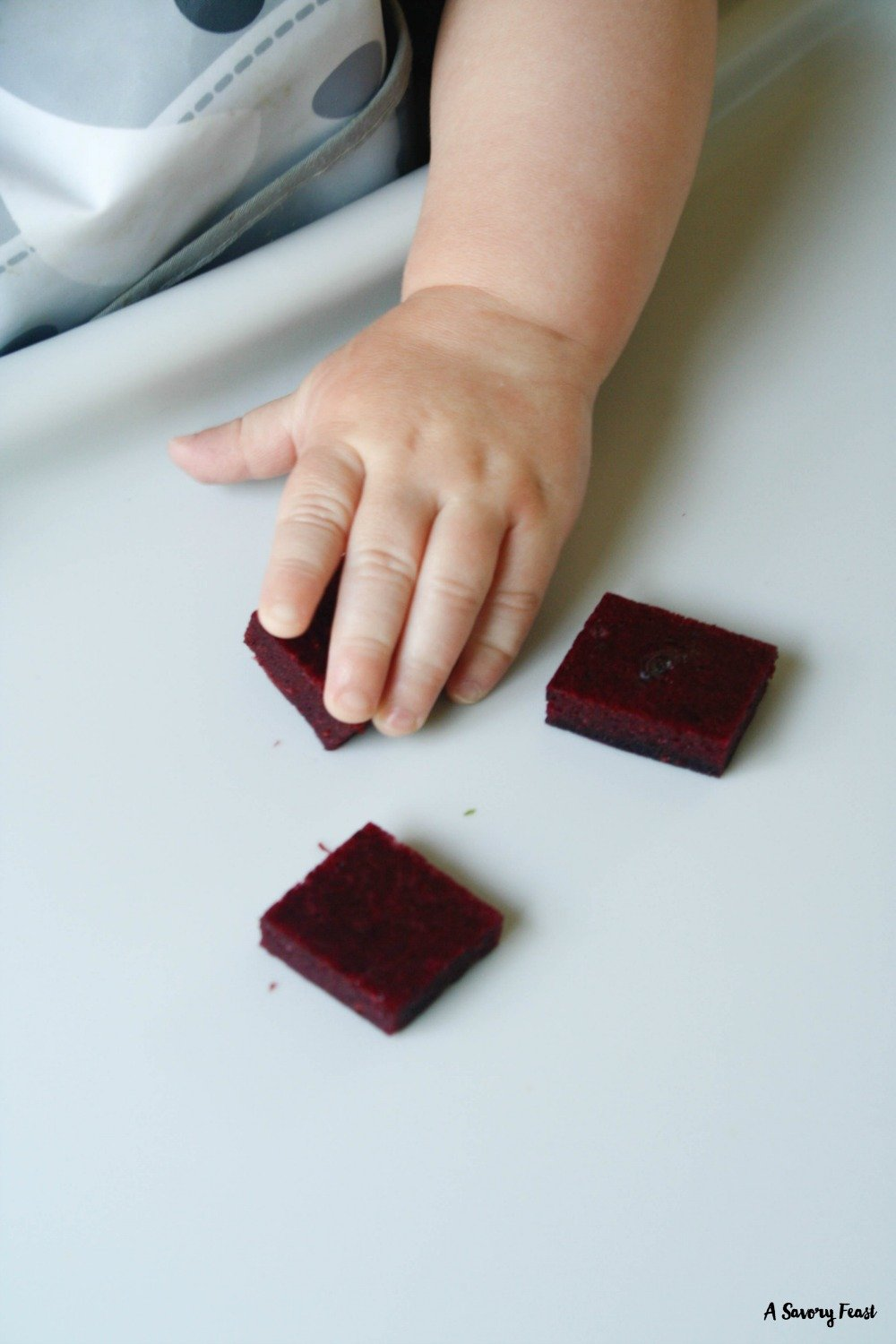 A healthy snack that is perfect for kids, or the kid in you! These Homemade Mixed Berry & Spinach Gummies are sugar free and packed with fruits and veggies.