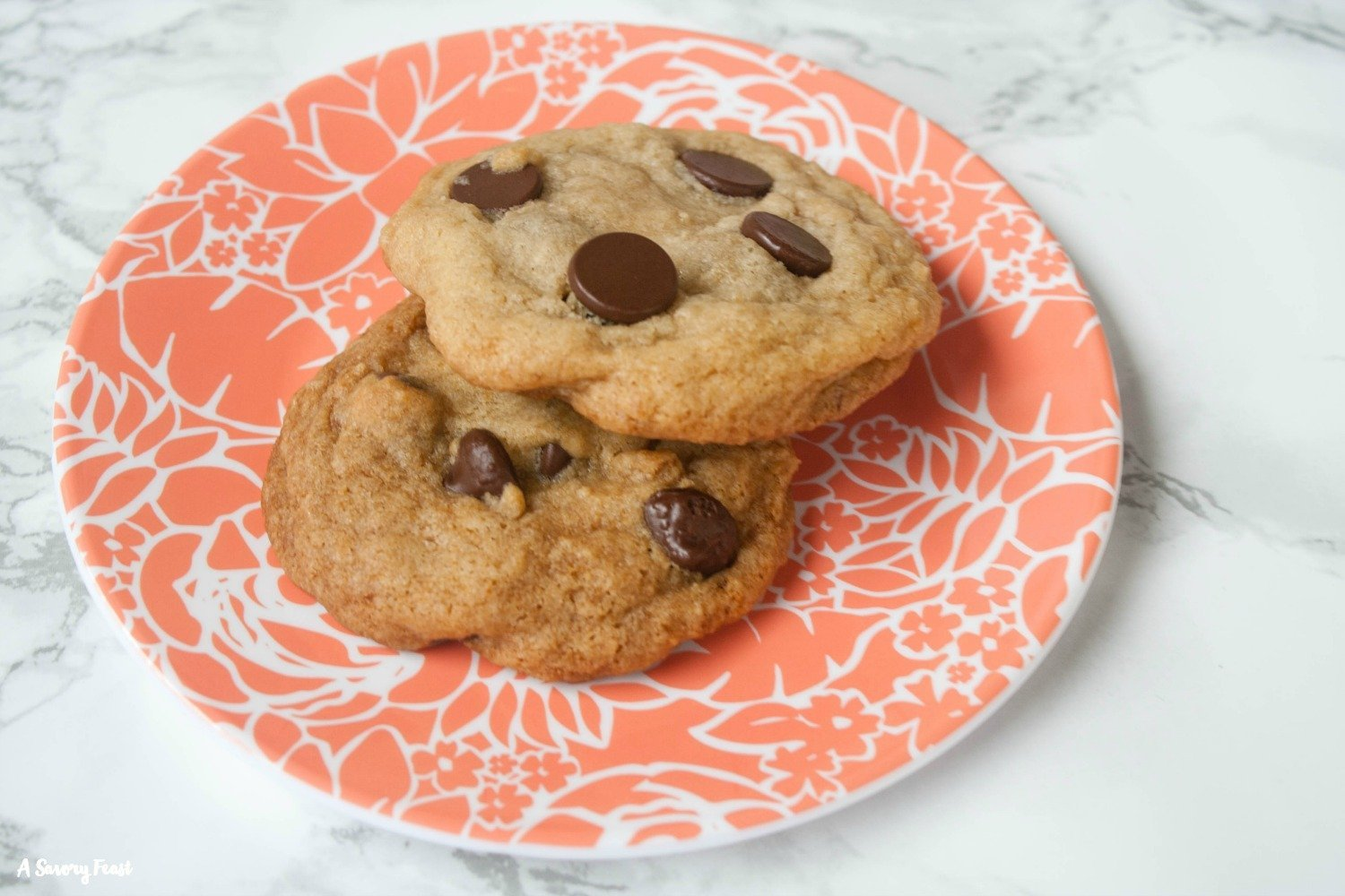 Help yourself to a couple of these vegan chocolate chip cookies!