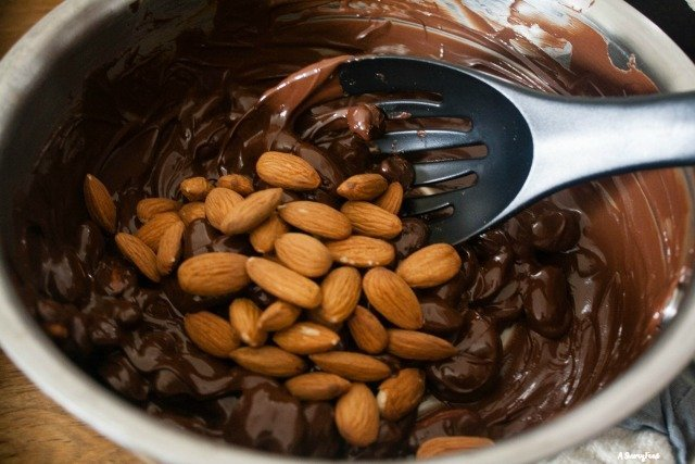 How to make chocolate covered almonds at home.