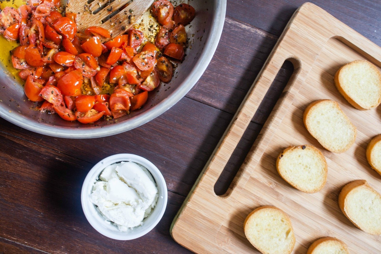 Easy Tomato and Goat Cheese Crostini