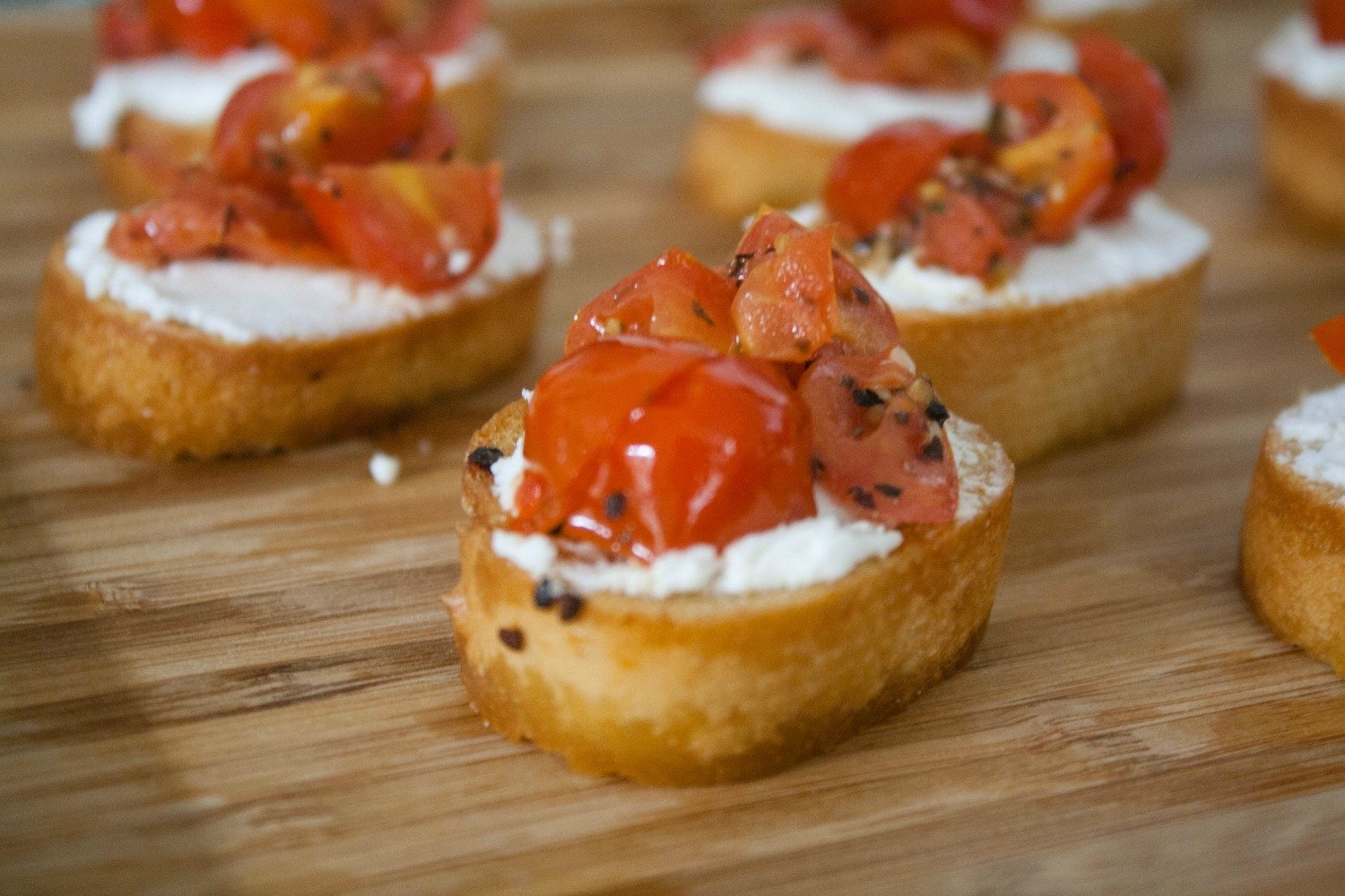 Tomato and Goat Cheese Crostini recipe