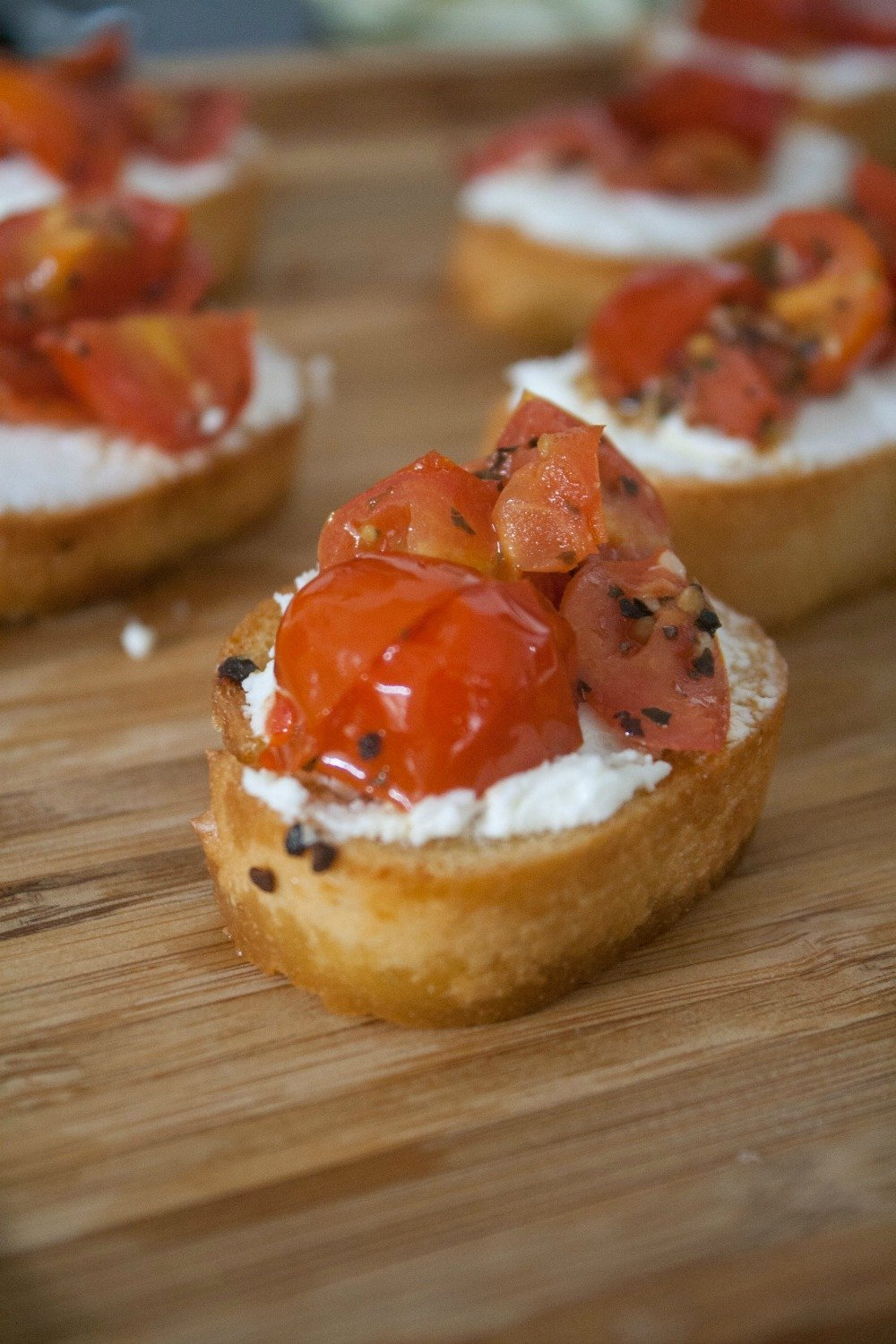 AD Host a wine and tapas night with this Tomato & Goat Cheese Crostini recipe and Wines of Garnacha.