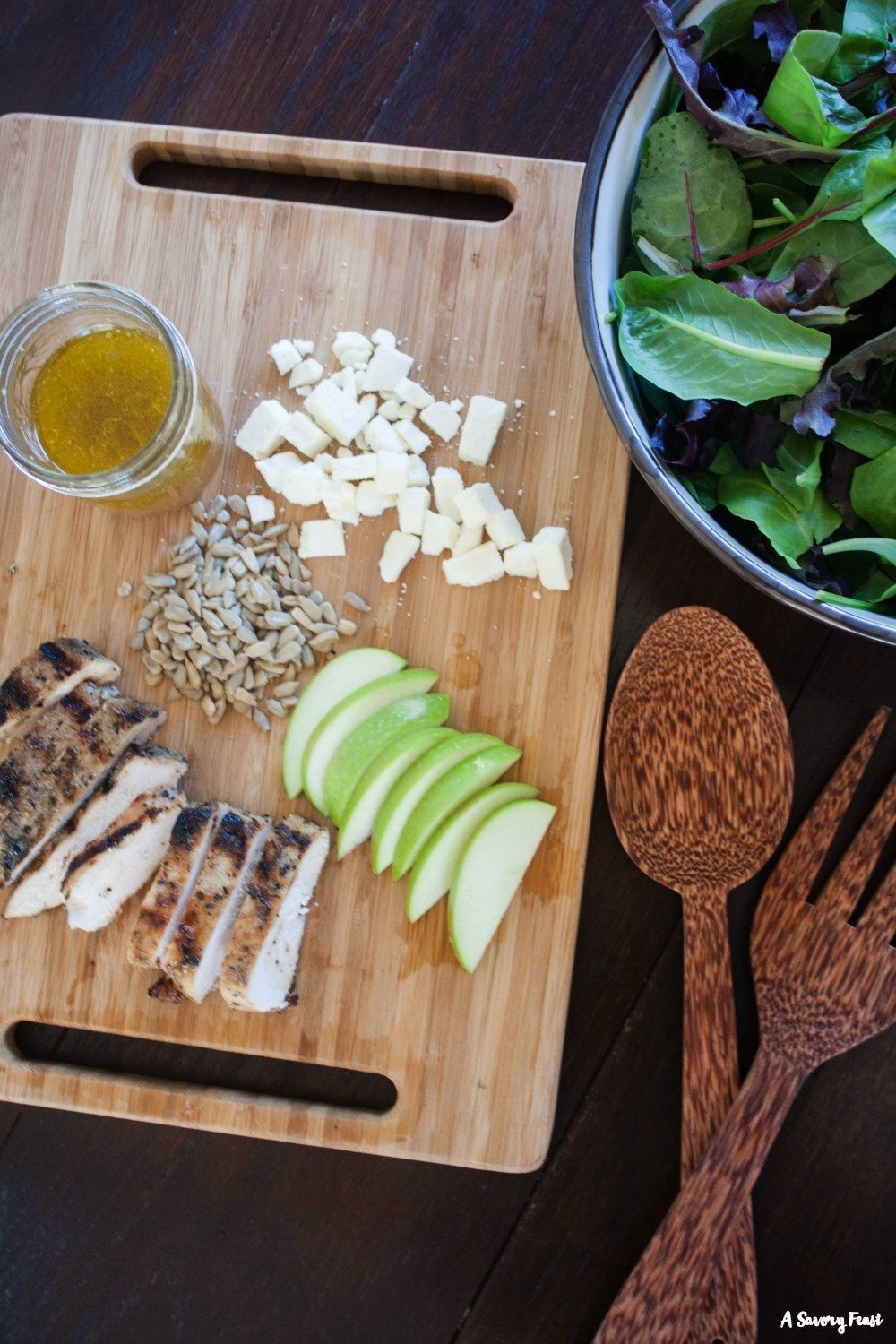 Throw this healthy dinner together in minutes! Grilled Chicken and Apple Salad with Homemade Apple Vinaigrette.