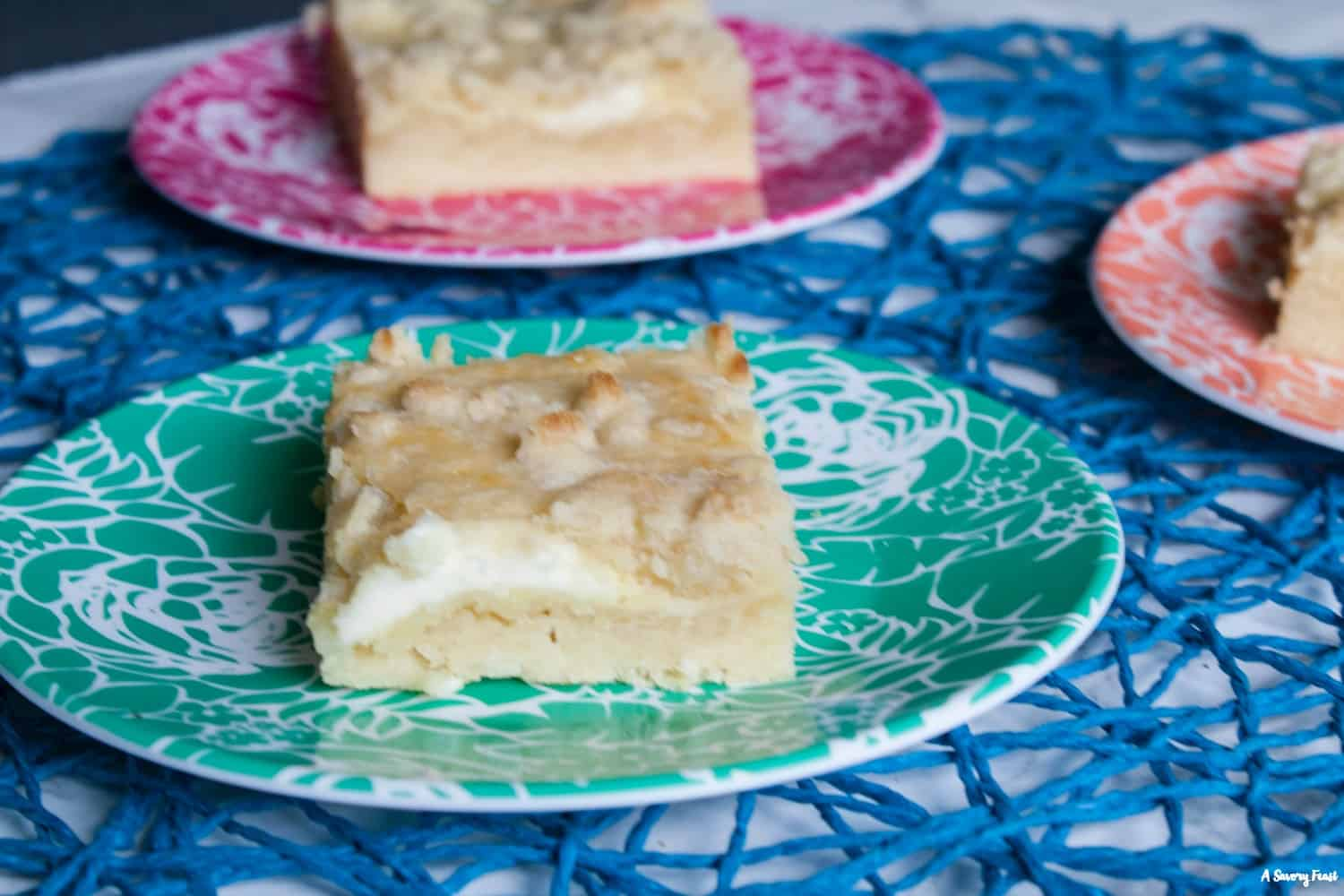 Lemon Cheesecake Crumble Bars dessert