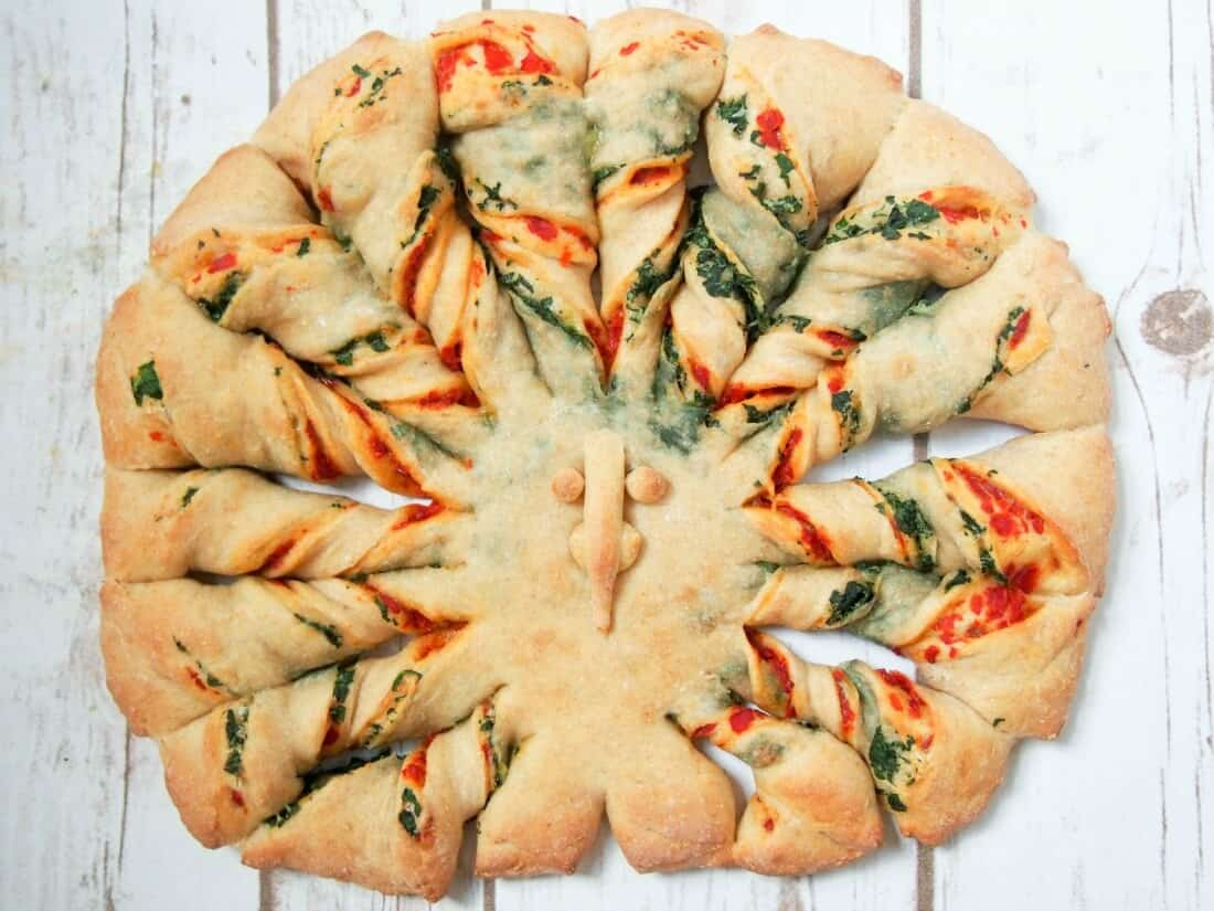 Twisted Bread with Peppers, Spinach and Parmesan from Caroline's Cooking