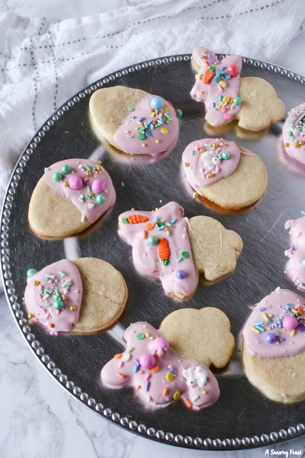 The cutest little Easter treat! Easter White Chocolate Dipped Sugar Cookies
