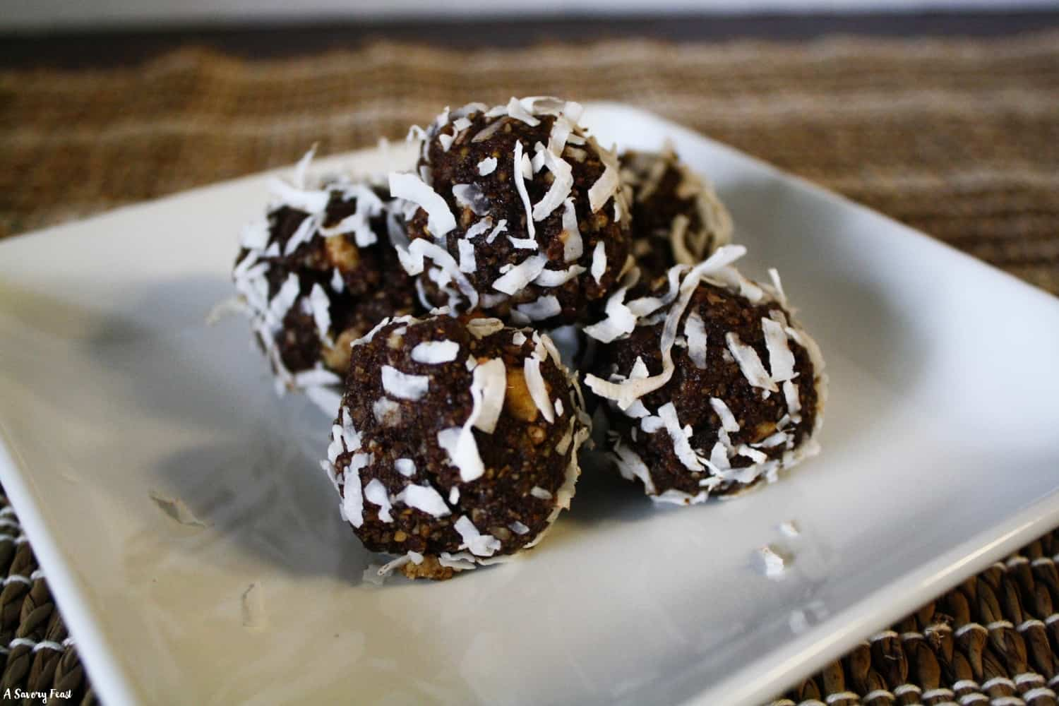 Healthy snack recipe for Chocolate Date Energy Bites